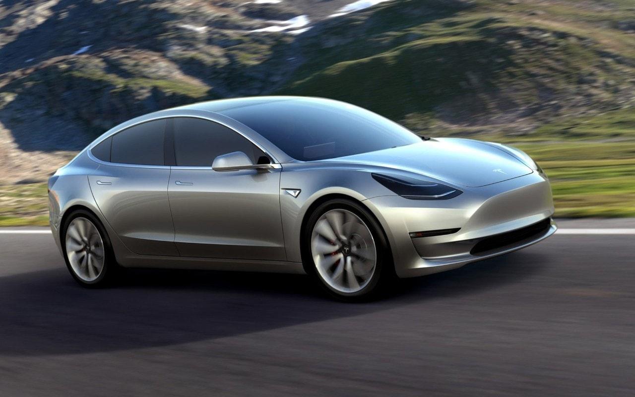 Tesla Model 3 - Il primo esemplare è praticamente pronto
