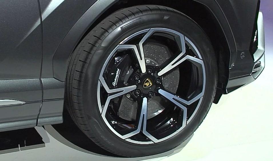 Lamborghini Urus Tolti I Veli Alla Suv Piu Veloce Del Mondo