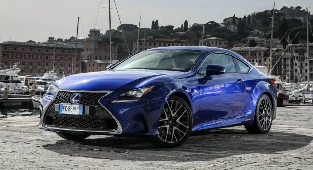 la prova su strada hybrid f sport versione ibrida della coupé