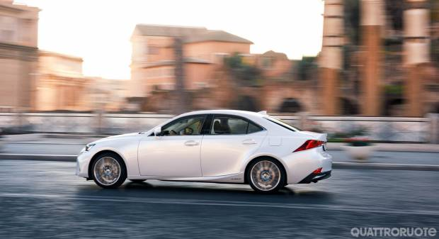 Lexus IS 300h (2017)