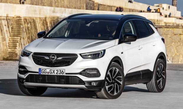 opel grandland x prime foto della nuova suv tedesca. Black Bedroom Furniture Sets. Home Design Ideas