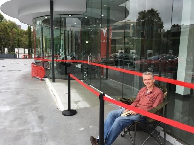 Debutta la Tesla Model 3