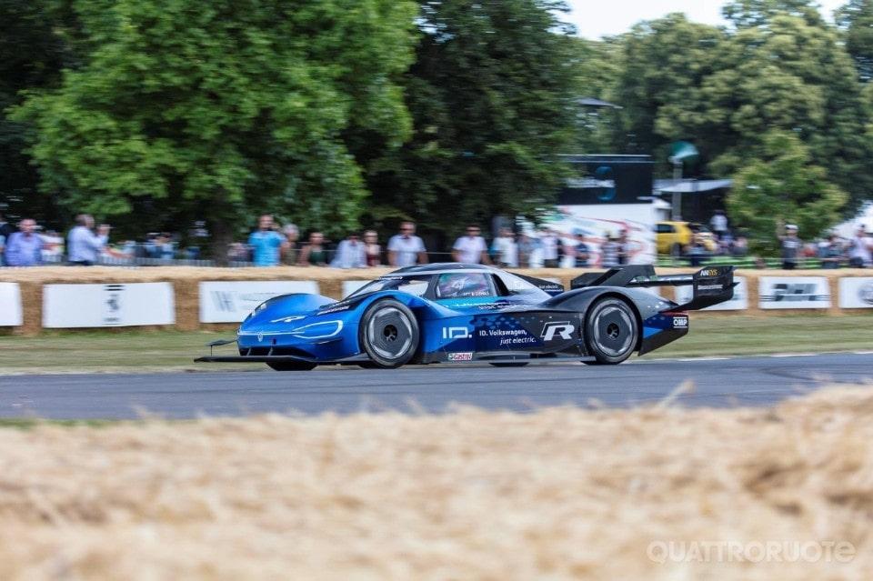 Volkswagen ID.R elettrica batte una F1, record storico a Goodwood