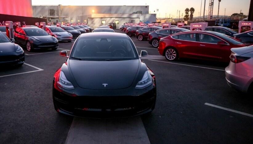 2017-Tesla-Model3-10