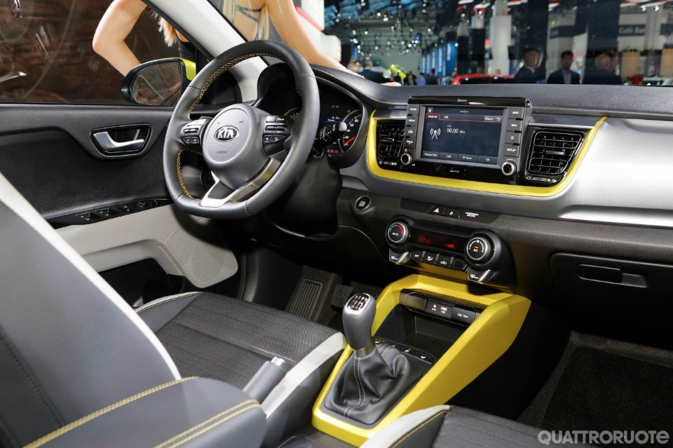 Kia stonic dalla corea con grinta video for Interieur kia stonic