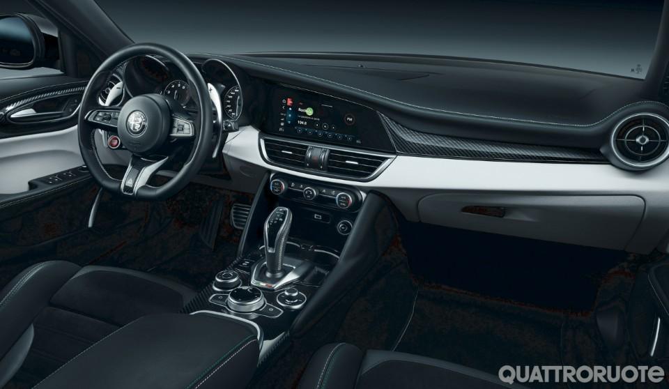 2020-Alfa-Romeo-Stelvio-Quadrifoglio-09