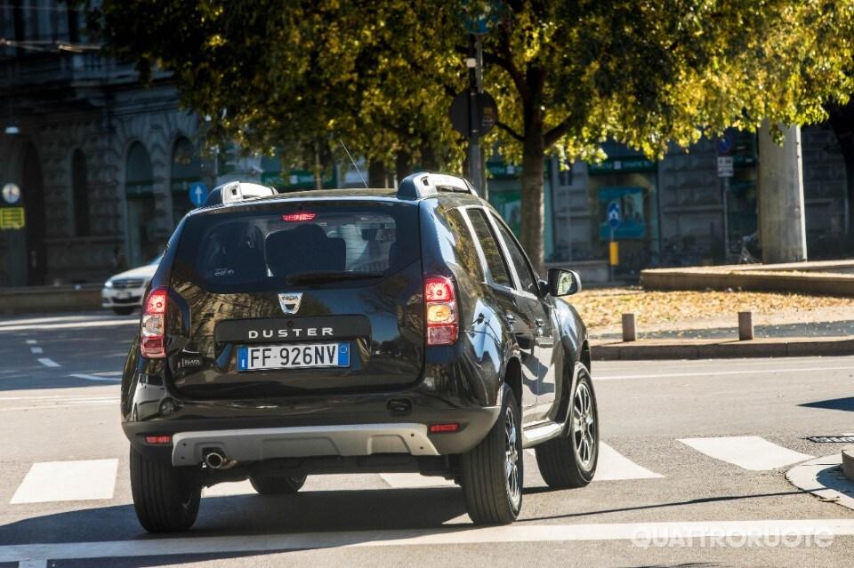 Le nostre impressioni di guida della nuova black shadow a gpl for Dacia duster black shadow interni