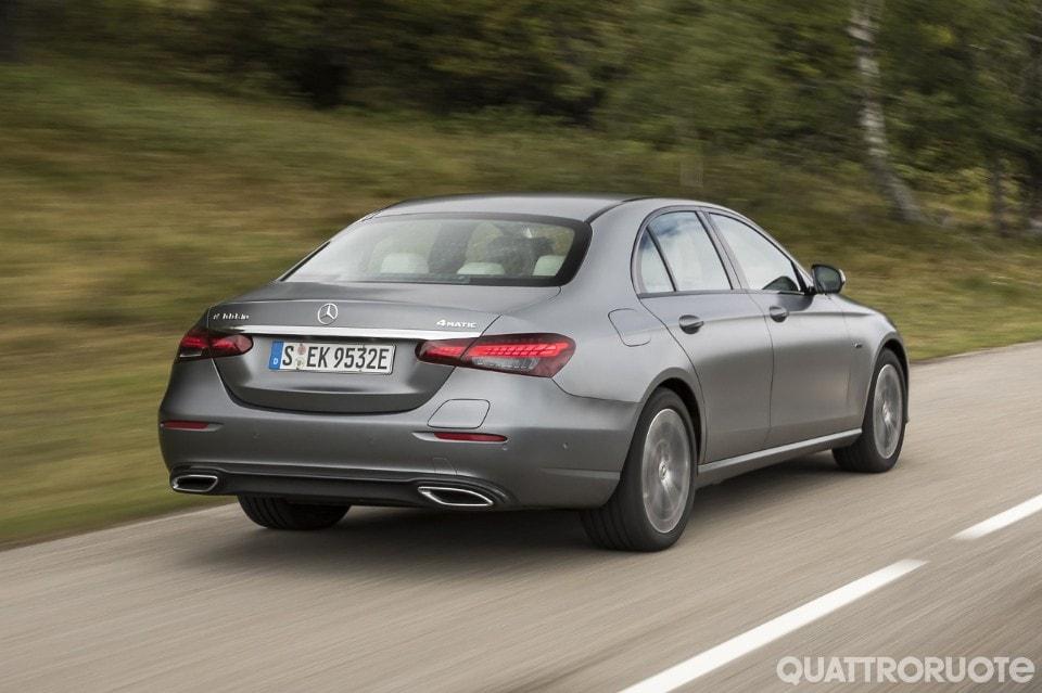 2020-Mercedes-Benz-E-300-de-02