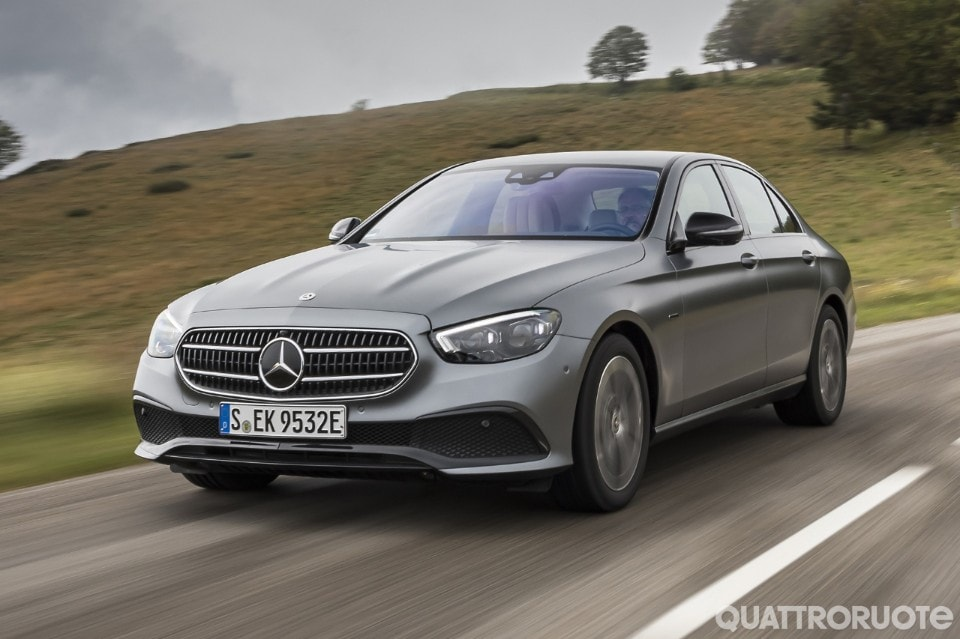 2020-Mercedes-Benz-E-300-de-07